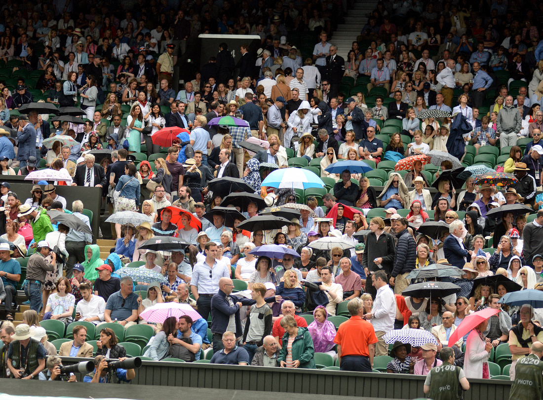 Wimbledon 2017 Day 1, Centre Court rain