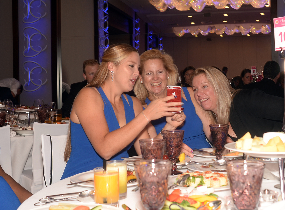 2017 Fed Cup Final: USA vs. Belarus, Official team dinner, Shelby Rogers, Kathy Rinaldi, Lisa Raymond