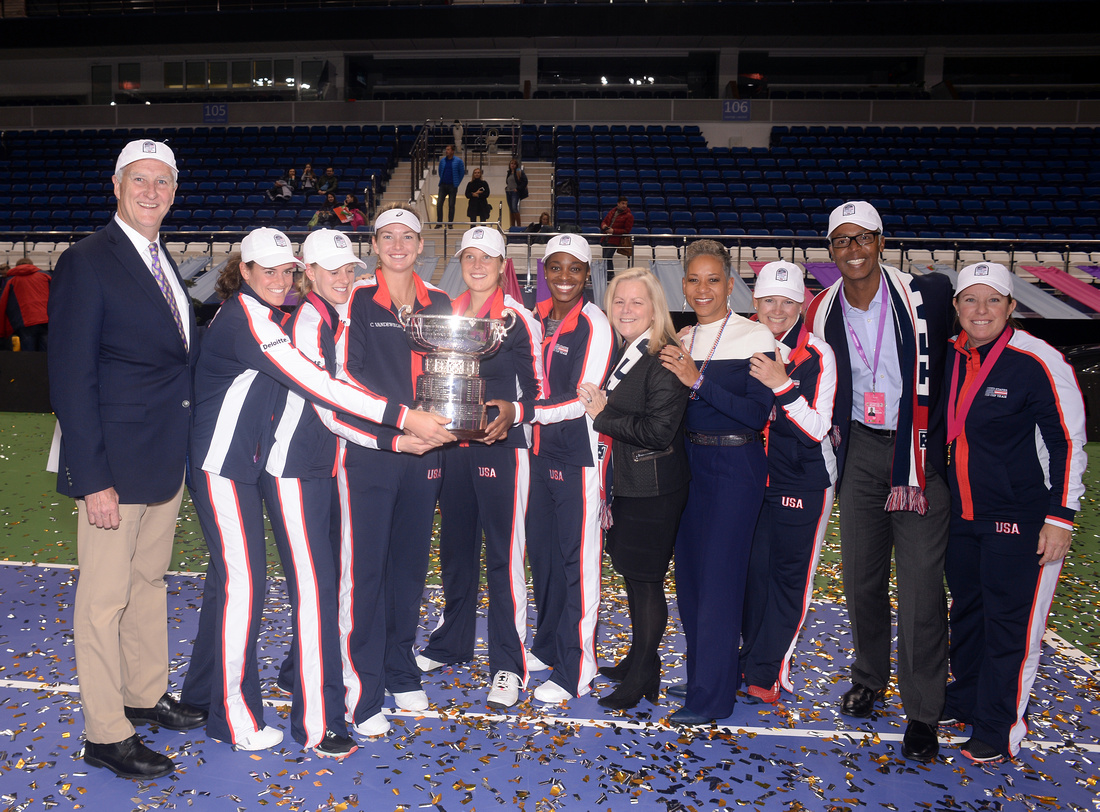2017 Fed Cup Final: USA vs. Belarus, Shelby Rogers, Coco Vandeweghe, Alison Riske and Sloane Stephens, trophy, Gordon Smith, Katrina Adams, Stacey Allaster